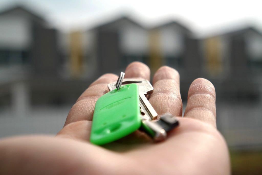 ключи в руке - картинка